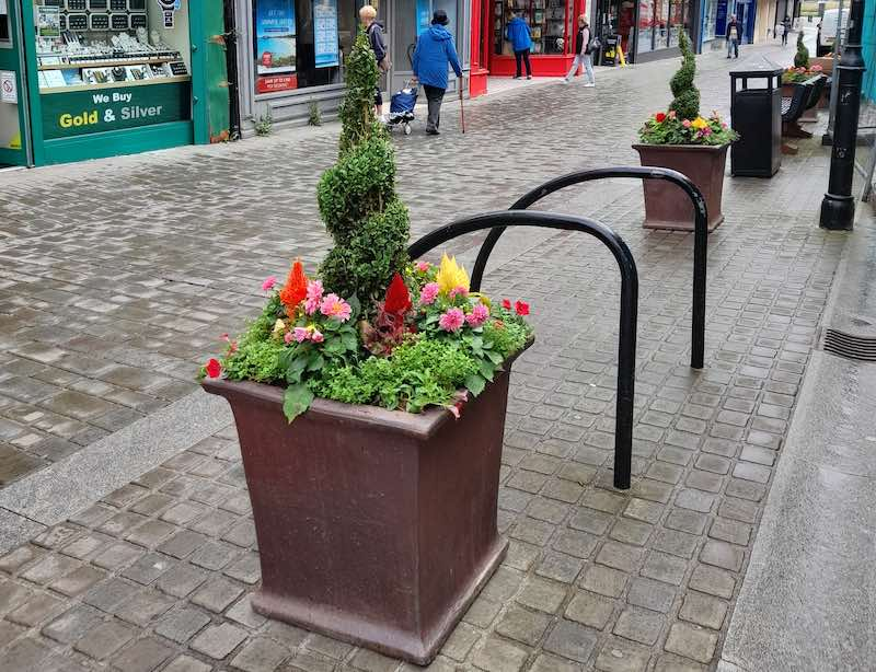 our-aberdare-bid-business-improvement-district-look-feel-kerb-appeal-community-wealth-local-economy-footfall-tourism-wales-cynon-valley-planters-2